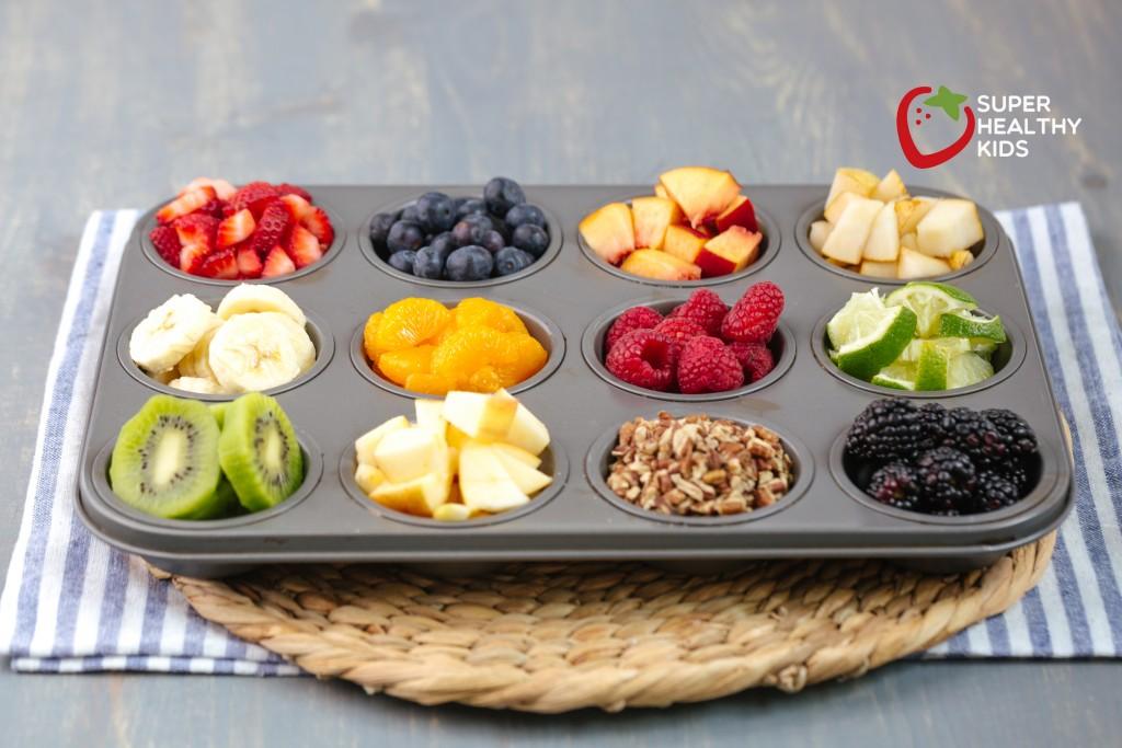 Rainbow Oatmeal Bar Recipe. What a fun breakfast idea! So fresh and colorful