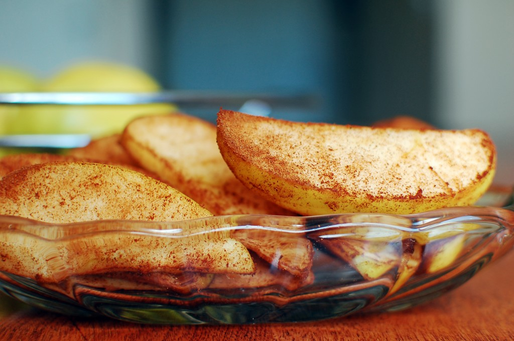Cinnamon Apple Smacks Recipe: Healthy Snack in a Flash. The simplest snack- Cinnamon Apples!