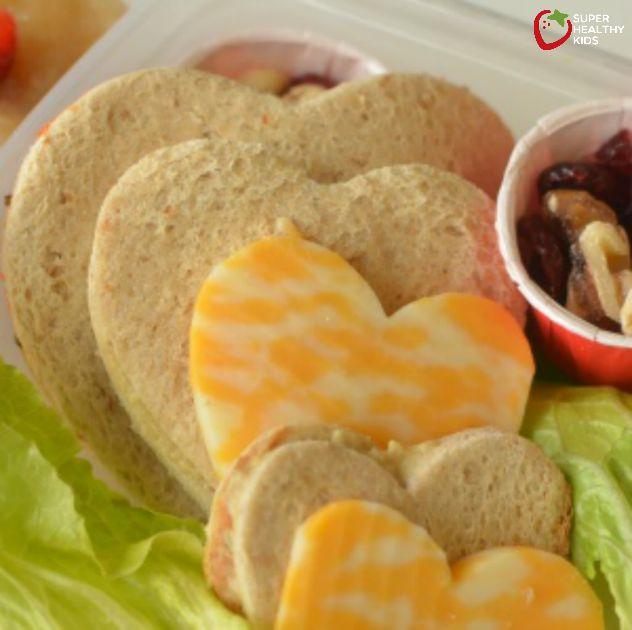 Sending Healthy Food To School {Hummus Veggie Sandwich Recipe ...
