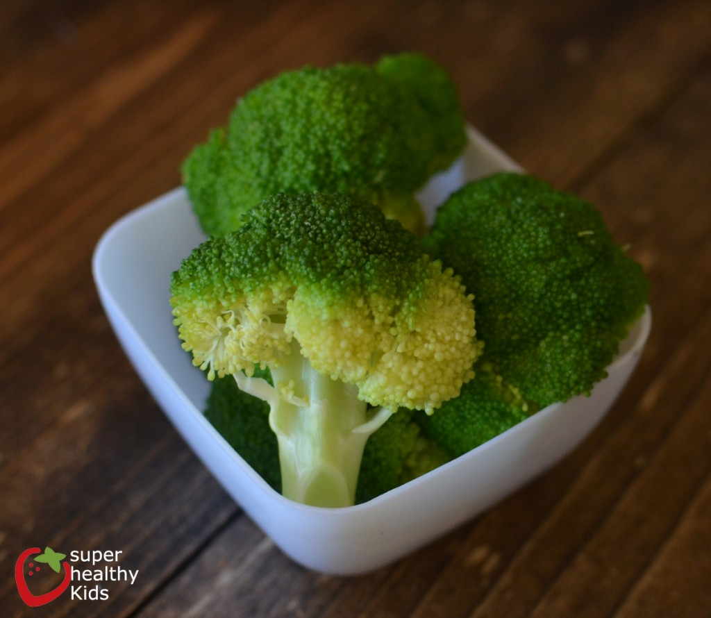 Cheesy Broccoli Bites. Dinner side dish or snack! Great way to get kids to ask for more broccoli!