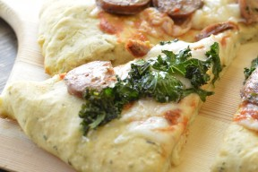 kale and sausage pizza from super healthy kids veritcal