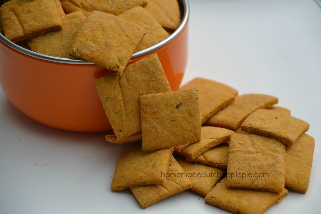 Gluten Free Pizza Crackers. Fun and easy gluten free pizza crackers that are allergen friendly, filled with vegetables and perfect for picnics and on-the-go snacks.