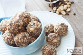 Peanut Butter Chocolate No-Bake Granola Bar Bites