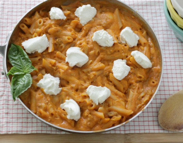 Skillet Lasagna Pasta - a quick and delicious one pot meal for any weeknight! www.superhealthykids.com