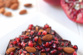 Chocolate Pomegranate Bark with Almonds: Made with just 3 ingredients, this delicious healthy dessert is the perfect way to enjoy pomegranate season!