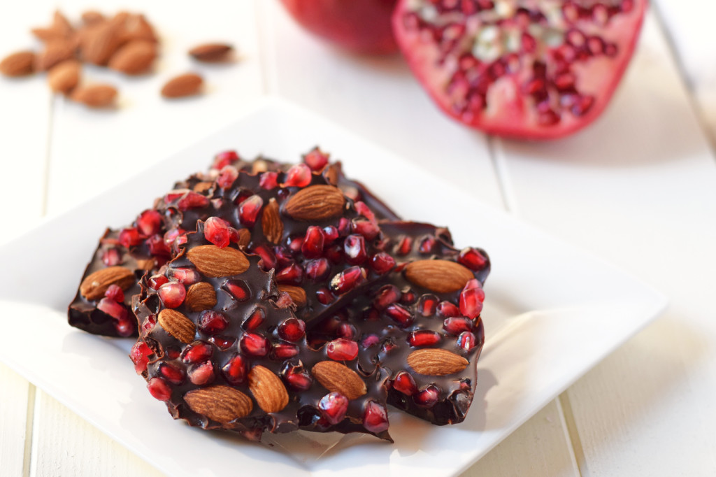 Chocolate Pomegranate Bark with Almonds: Made with just 3 ingredients ...
