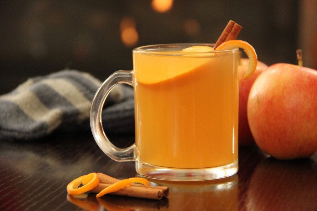 Sweet and Citrusy Apple Cider. A great and healthy drink for a cold afternoon. www.superhealthykids.com