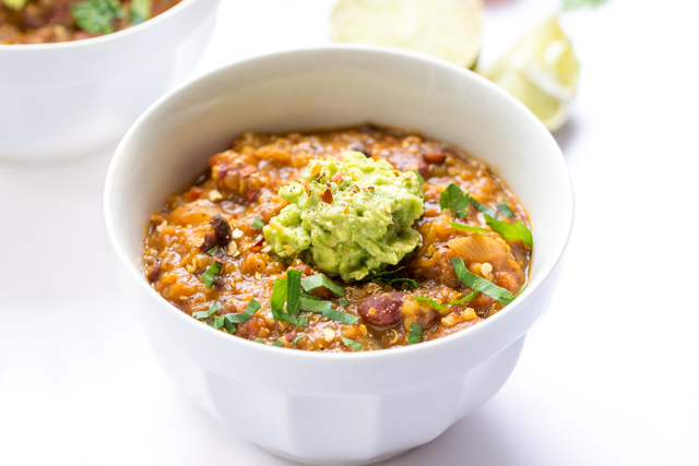 ONE-POT Pumpkin Quinoa Chili -- easy, filled with flavor and perfect for the weeknight!