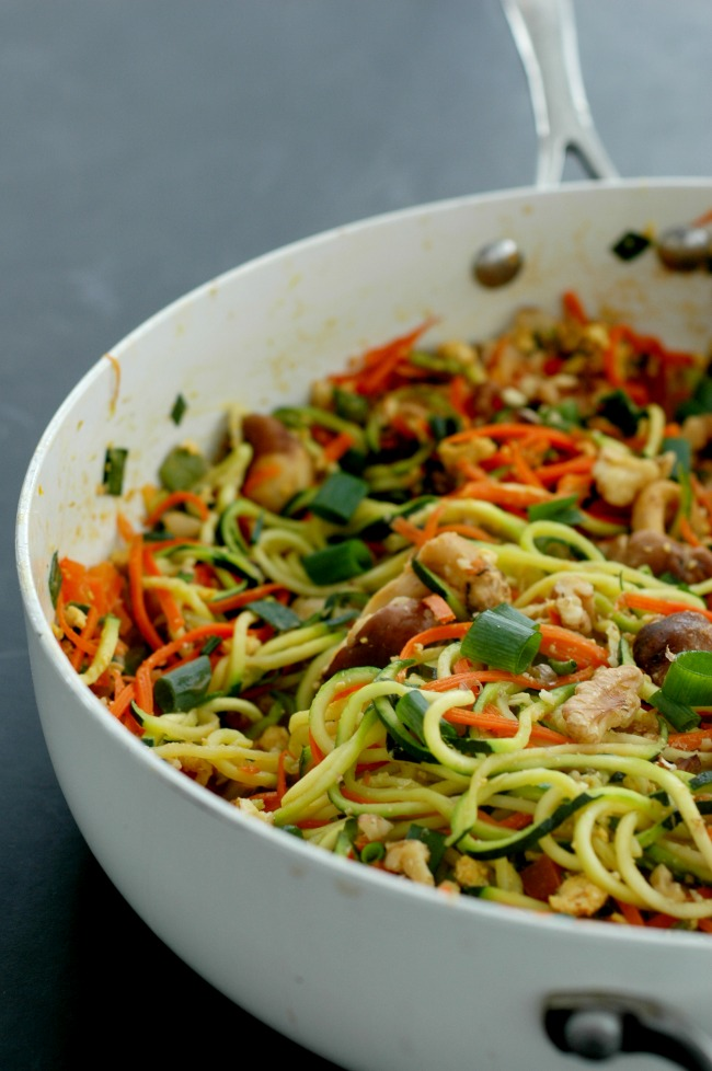 Vegetable Pad Thai - a copycat restaurant favorite! www ...