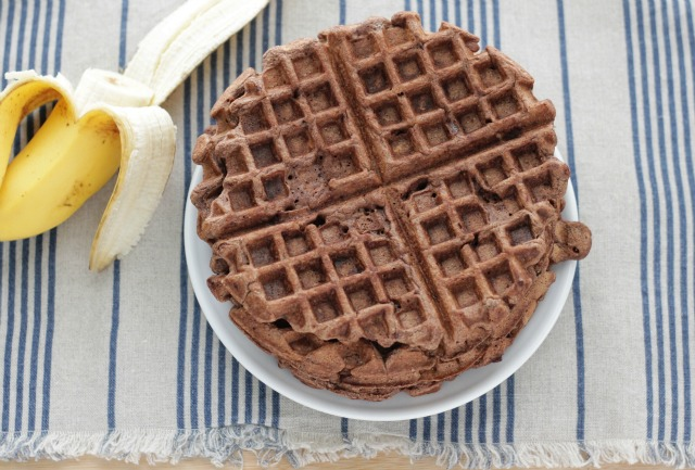 Healthy Chocolate Banana Waffles. A MUST have recipe!