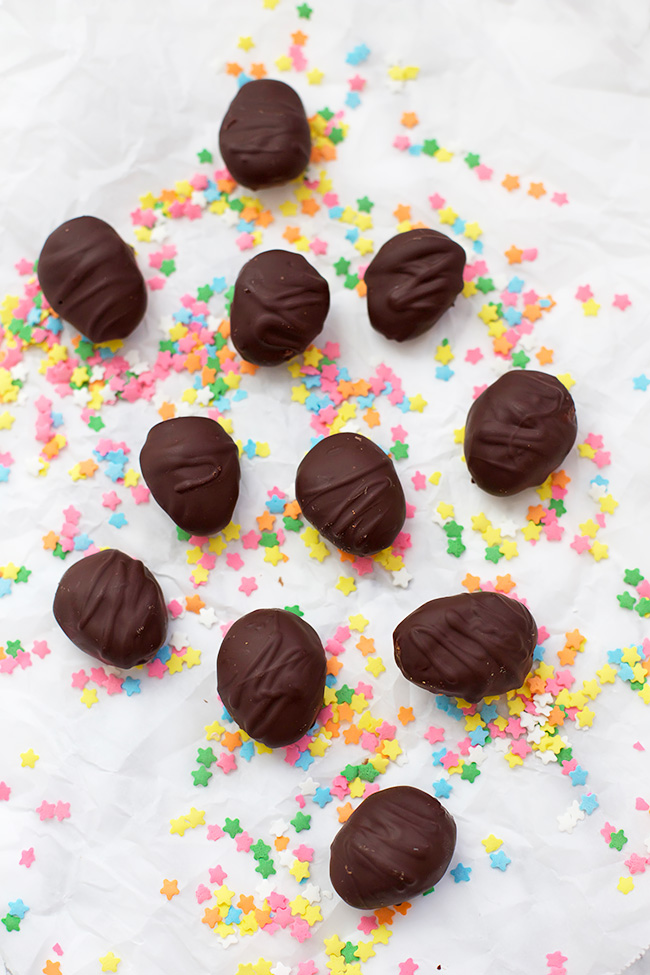 Why not make your own Easter treats this year! These allergy-friendly Reese's eggs are the perfect healthier treat!