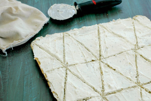 Veggie Flatbread Pizza Recipe - AMAZING flavor and super fun to let your kids top! www.superhealthykids.com
