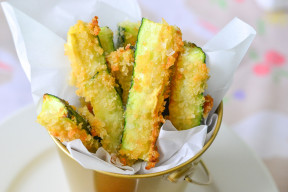 Crispy and Delicious - Quick and Easy Zucchini Fries!