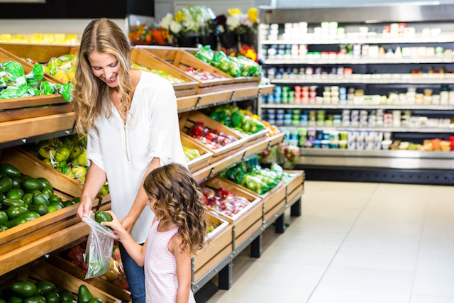 Helping your kids try new foods doesn't have to be a battle. Here are our best tips for reducing fights over food.