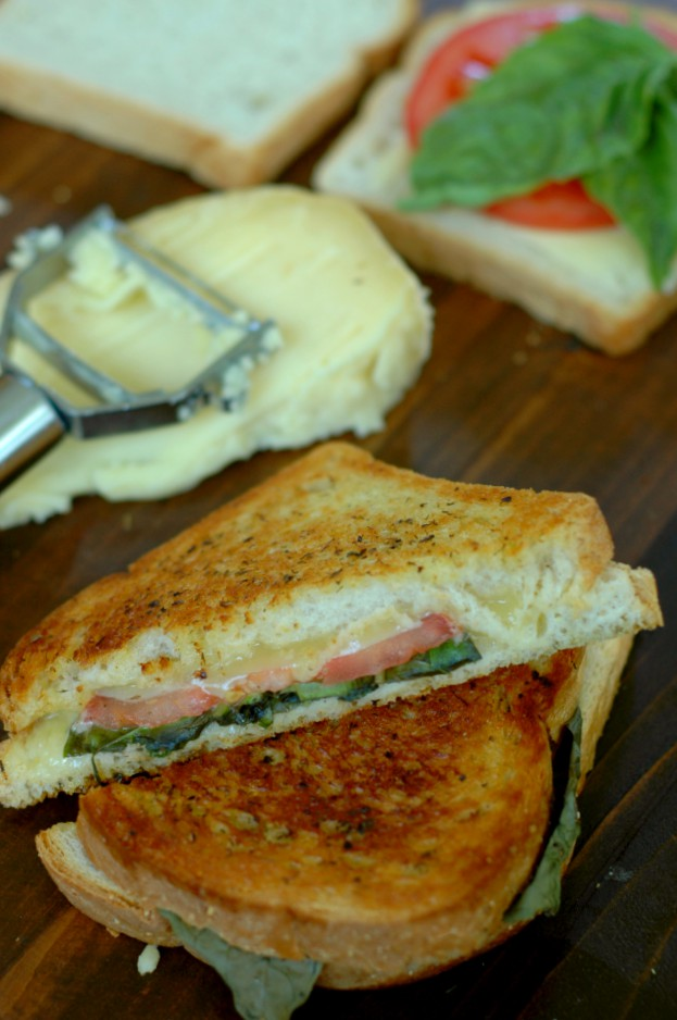 Summer Grilled Cheese - Fresh basil, tomato, and dill take on that classic, comforting grilled cheese for a summer makeover! www.superhealthykids.com