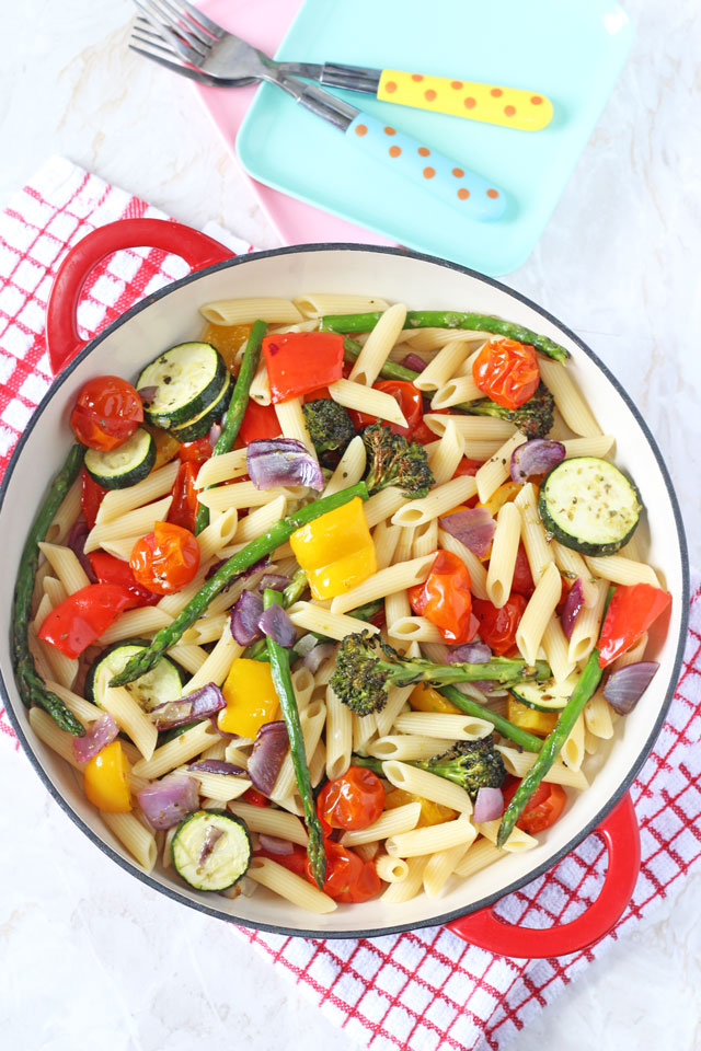 An easy and healthy pasta salad recipe packed full of delicious summer ...
