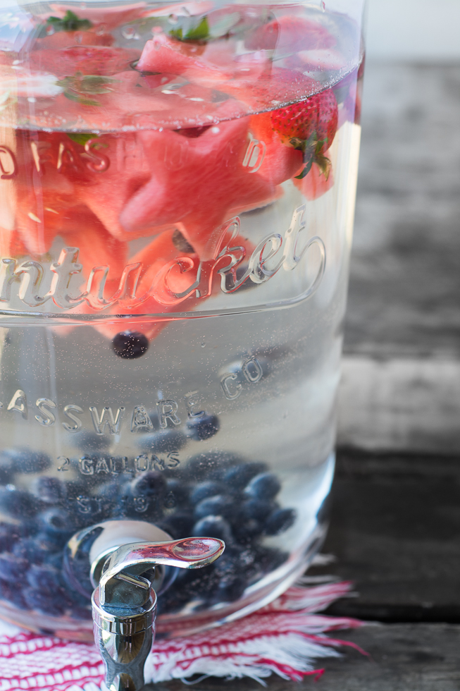 Star Spangled Fruit Infused Water is the patriotic way to stay hydrated this summer! www.superhealthykids.com