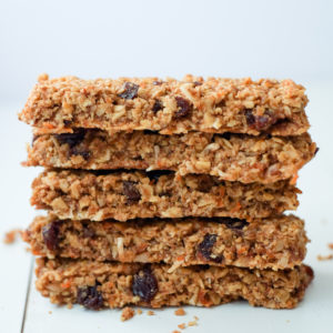 Healthy Carrot Cake Granola Bars Recipe