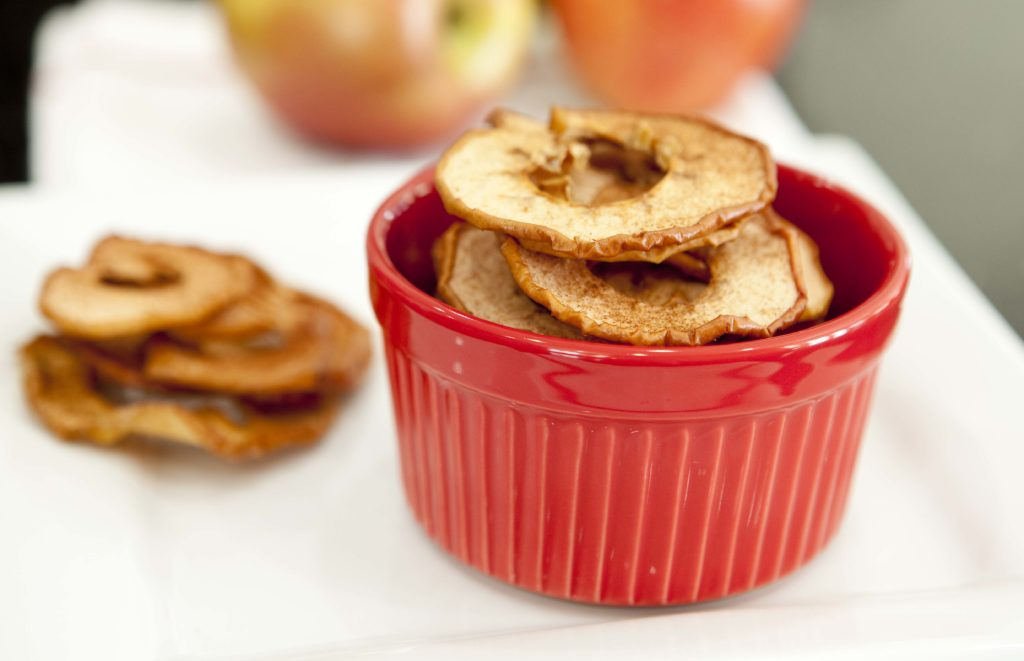 Make these crispy cinnamon apples right in your oven! www.superhealthykids.com