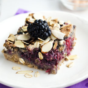A super healthy breakfast bar that tastes like dessert!