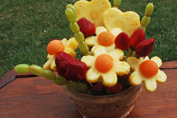 14 Fruit Party Plates. Fruit is our favorite thing to bring to potlucks and parties! Check out our 14 fruit platter ideas here.s