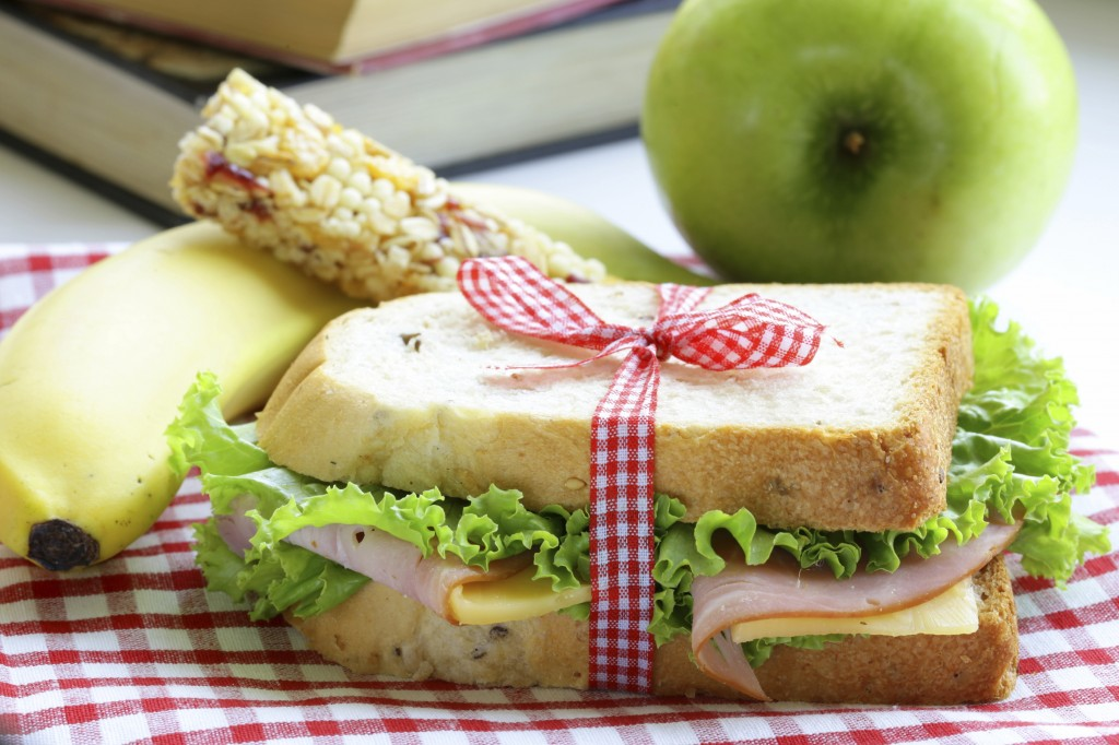 Lunch Packing Printable for Kids, sandwich with fruit in the background