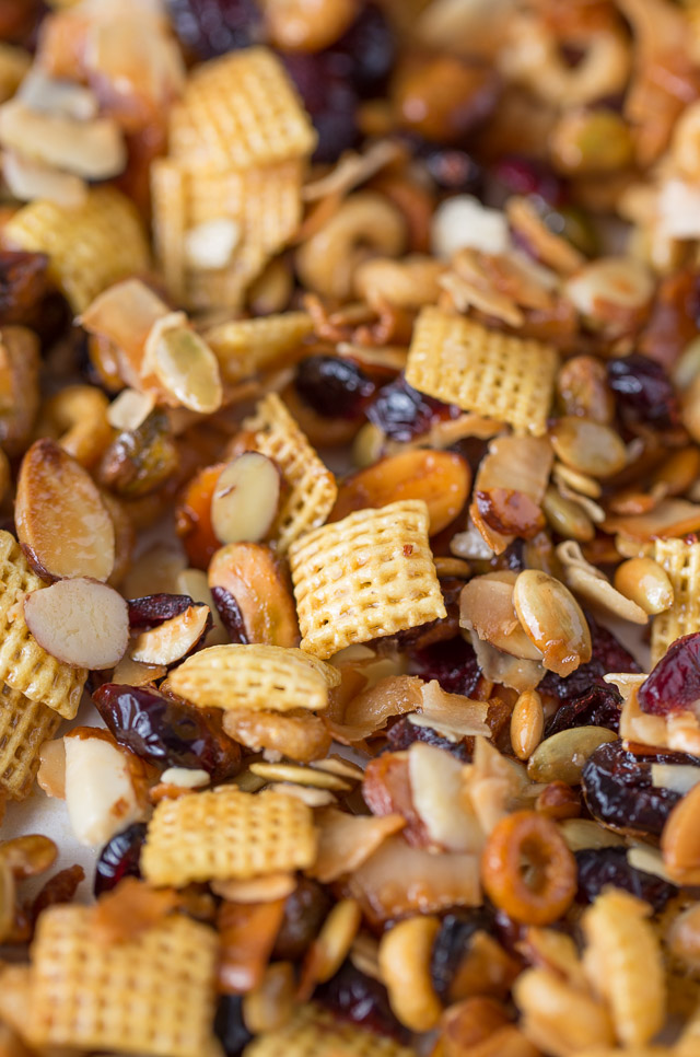 Healthy Holiday Snack Mix