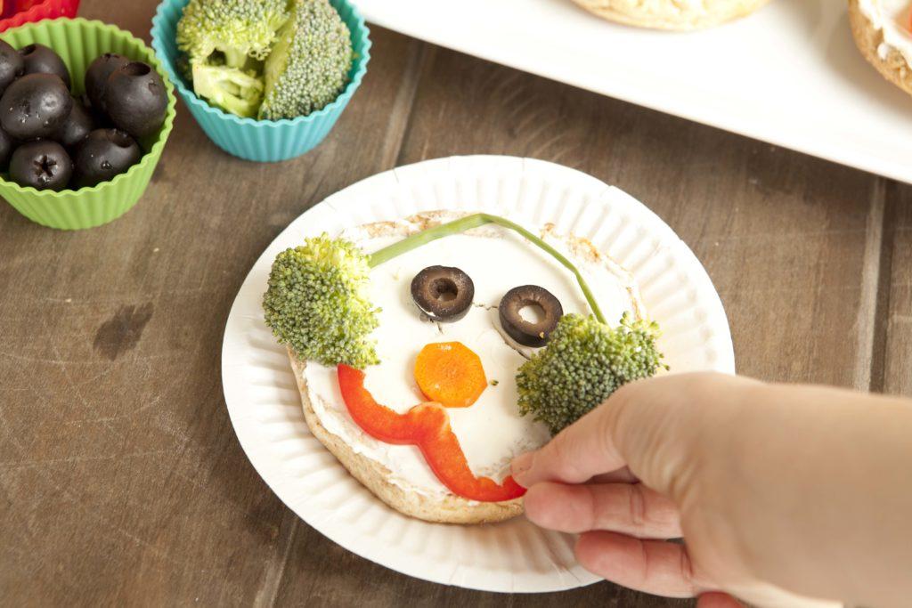 food craft the snowman bagel