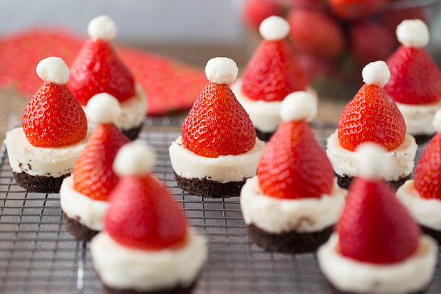 Mini No-Bake Santa Cheesecakes for Christmas