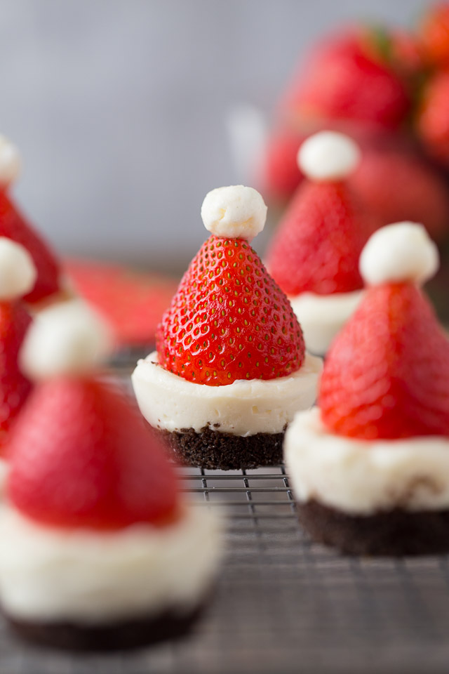 Mini No-Bake Santa Cheesecakes with chocolate crust