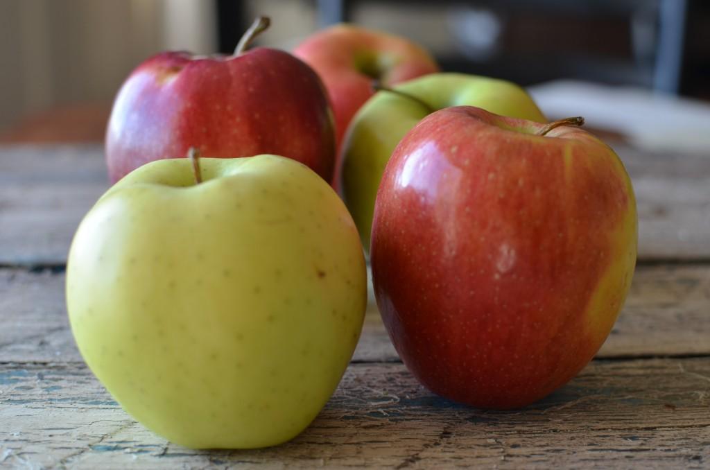 Apple Almond Dessert Pizza Recipe. A dessert pizza with fall's favorite fruit
