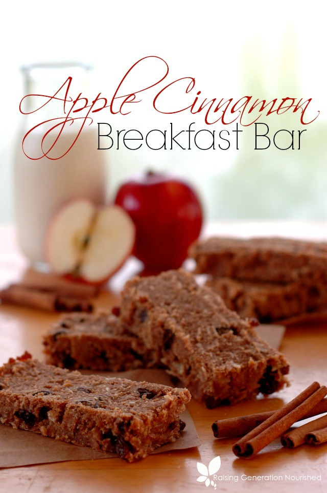 Apple Cinnamon Breakfast Bar :: Be prepared for busy school mornings with these kid friendly breakfast bars! The perfect, nourishing breakfast on the go - or grab from freezer to lunchbox for quick packing!