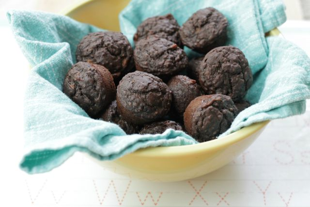 Allergy Free Banana Cocoa Mini Muffins. Perfect for a lunchbox treat! www.superhealthykids.com