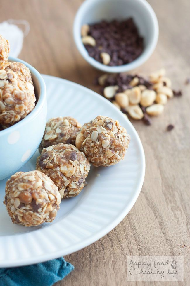 Peanut Butter Chocolate No-Bake Granola Bar Bites. Perfect for on-the-go snacking or school lunchboxes! www.superhealthykids.com
