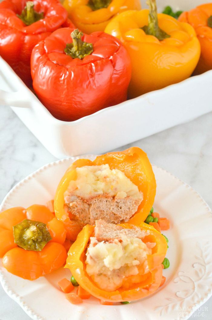 Mashed Potatoes and Meatloaf Stuffed Peppers. A savory comforting all-in-one dinner! www.superhealthykids.com