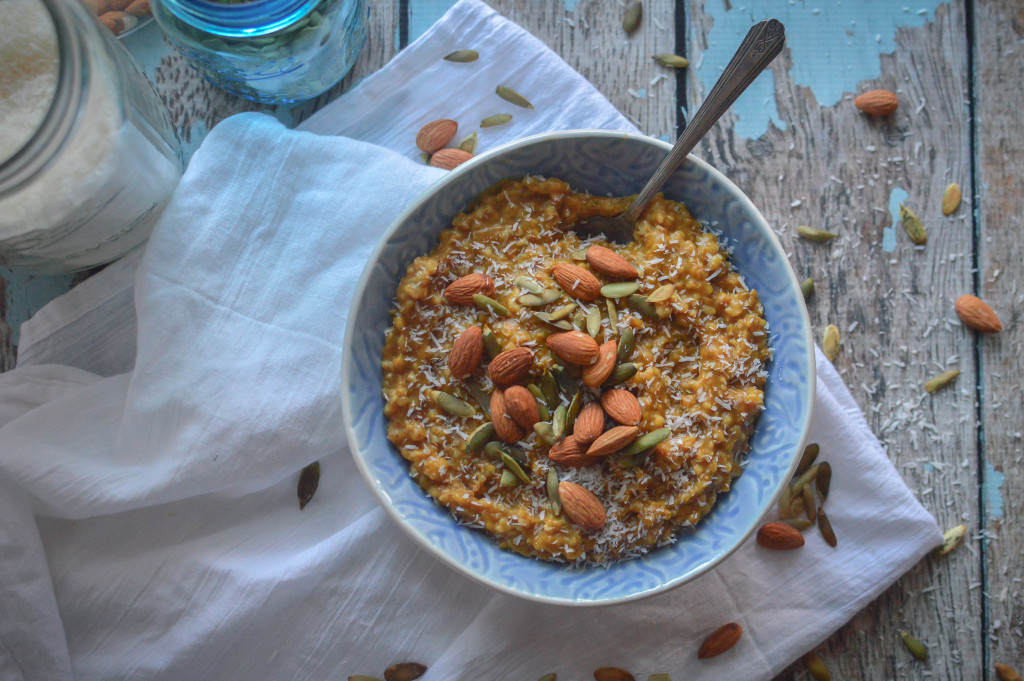 Slow Cooker Pumpkin Pie Oatmeal Recipe. Tastes amazing and cooks itself overnight. Best breakfast to wake up to! www.superhealthykids.com