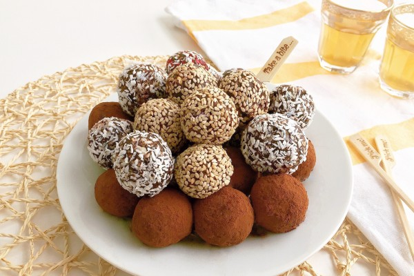 Healthy Date Truffles. A great alternative to many sugary commercial products.
