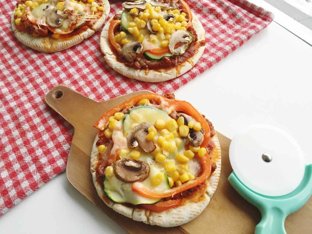 personal pizzas, 30 Quick and Easy Last Minute Dinner Ideas