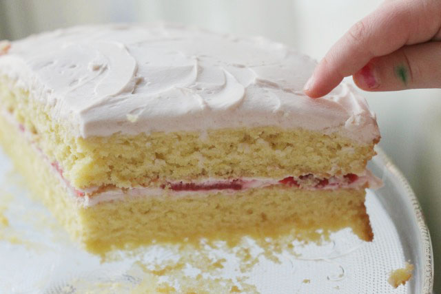 Low Sugar Cake Icing Recipes: Lower Sugar Vanilla Cake With Strawberry Frosting