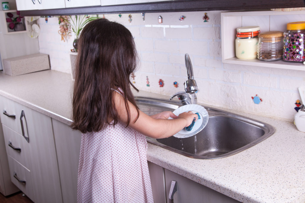 50 Kitchen Chores for Kids to Teach Responsibility ...